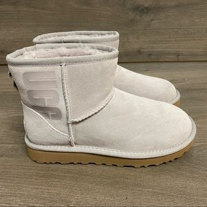UGG   Classic Mini Ugg Rubber Logo Boots Feather